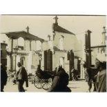 Ruines de bâtiments dans la concession française, à Tien-Tsin. [légende d'origine]