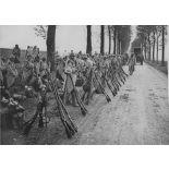 V2664 / 5. Région de Villiers Bretonneux, Somme. Annamites montant en ligne. [légende d'origine]