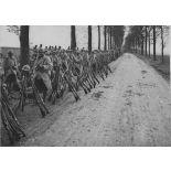 V2665 / 5.  Région de Villers Bretonneux (Somme). Annamites montant en ligne. [légende d'origine]
