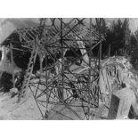 Construction du pylone et du batiment principal de Prégentil. [légende d'origine]