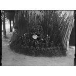 Paris, salle du jeu de paume, expositions de matériels agricoles pour mutilés de guerre. [légende d'origine]