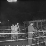 Combat de boxe dans le cadre de la kermesse organisée au profit des oeuvres de l'asile Saint Antoine.