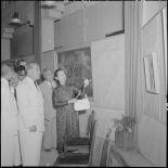 M. Tran Van Huu inaugure l'exposition de peinture de l'artiste peintre Madame Pham Dung Doan.
