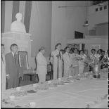 M. Tran Van Huu répond à l'allocution prononcée par un délégué des notabilités d'Hanoï, à l'occasion de l'inauguration de l'exposition de peinture de Madame Pham Dung Doan.