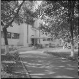 Entrée d'un bâtiment de l'hôpital militaire Lanessan.