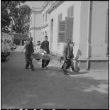 Transport de nourriture et d'ustensile de cuisine à l'hôpital militaire Lanessan.