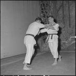 Démonstration de sports de combat au théâtre municipal d'Hanoï.