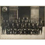 Centre des hautes études militaires. Groupe du général Brun (1911). Photographe : Pierre Petit. [légende d'origine]