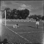 Match de football opposant l'équipe militaire de France à la sélection vietnamienne d'Hanoï.