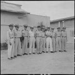 Brigade d'élèves officiers avec leur instructeur à l'Ecole des officiers supérieurs vietnamiens.
