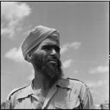 Portrait d'un soldat des troupes coloniales avant l'embarquement pour le pèlerinage à la  Mecque.