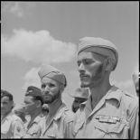 Soldats des troupes coloniales avant l'embarquement pour le pèlerinage à la  Mecque.