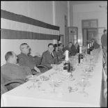 La table d'honneur présidée par le colonel Marguet. à l'occasion de l'inauguration du mess des sous-officiers de l'état-major.