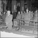 Le général de Berchoux pendant la messe de commémoration de la naissance du maréchal de Lattre et de la libération de Colmar à la cathédrale Saint-Joseph d'Hanoï.