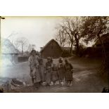 Yunnan méridional. Populations aborigènes. Femme et enfants. [légende d'origine]