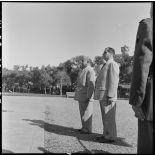 M. Remy-Neris se recueille devant un monument aux morts.