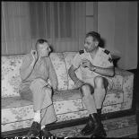 Dans le salon du général Cogny, le professeur Huard rend compte de sa mission au général.