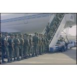 Embarquement du 2e REP à bord d'un DC 8 72 CF à Bastia.