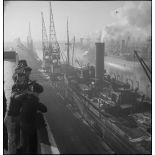 Cargos amarrés à quai dans le port de Dunkerque.