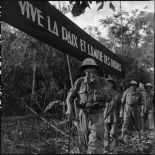 Libération du lieutenant-colonel Charton lors d'un échange de prisonniers à Viet Tri.