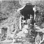 [Une popote d'une unité de la 3e armée est installée sous un abri de fortune. Moselle, octobre 1939.]