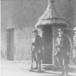 [Sentinelle montant la garde devant une guérite improvisée. 1939-1940.]