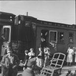 [Gare de Noisy-le-Sec. Train de réfugiés de Metz. Distribution de lait aux enfants. 11 septembre 1939.]