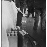 Caisses d'obus de 37 mm à bord du cuirassé (ou navire de ligne) le Dunkerque.