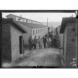 Saint-Etienne-du-Rouvray. Baraquements pour ouvriers portugais avec la mission portugaise. [légende d'origine]