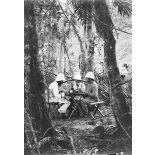 Déjeuner en forêt. Lieutenants Treydenberg, Cantellier et Hubert. [légende d'origine]