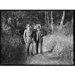Dans le parc du château de Montreuil (Pas-de-Calais), Mr. Briand et sir Douglas Haig. 25-6-16. [légende d'origine]