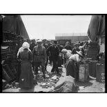 Calais. Monsieur Braind visitant les ateliers installés à Calais pour la réparation de tout objet revenant détérioré du front anglais. 25-6-16. [légende d'origine]