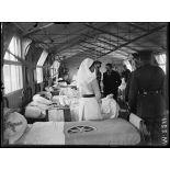 Hôpital anglais d'Etaples. Mr. Briand visitant les salles de blessés. 25-6-16. [légende d'origine]
