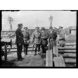 Audruicq (Pas-de-Calais). Mr. Briand visite les chantiers de construction de locomotives et de matériel anglais.. 25-6-16. [légende d'origine]