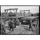 Audruicq (Pas-de-Calais). Monsieur Briand visite les chantiers de construction de locomotives et de matériels anglais. 25-6-16. [légende d'origine]