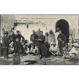 Casablanca. - Prisonniers Marocains gardés par les Zouaves. [légende d'origine]