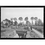 Oudezeele, soldats anglais creusant des tranchées de repli. 1-6-18 [légende d'origine]