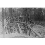 Noyon (Oise). Territorial rentrant une machine agricole abandonnée par les allemands. [légende d'origine]