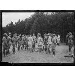 Près de Gondrecourt (Meuse). Le général Pétain visite un cantonnement américain. [légende d'origine]