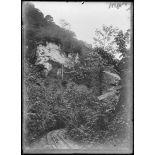Bil'Alas, rocher blanc, lieu où fut surpris un campement allemand. [légende d'origine]